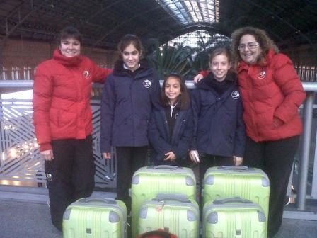 Las Representantes de nuestro Club en la estación de Ave camino de Sevilla